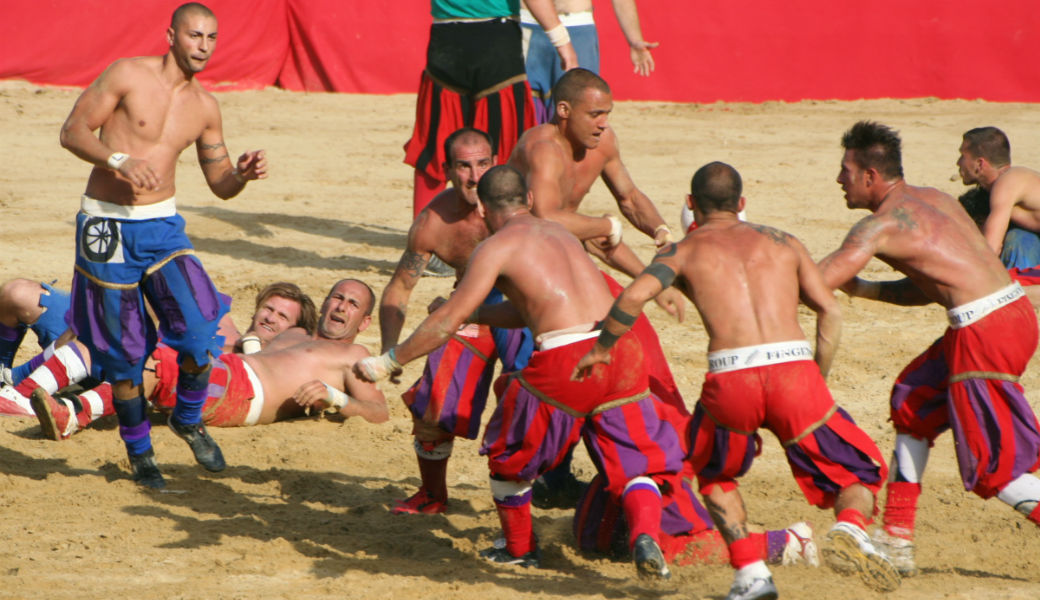 The Florentine's strength and tradition at the finals of Calcio Storico